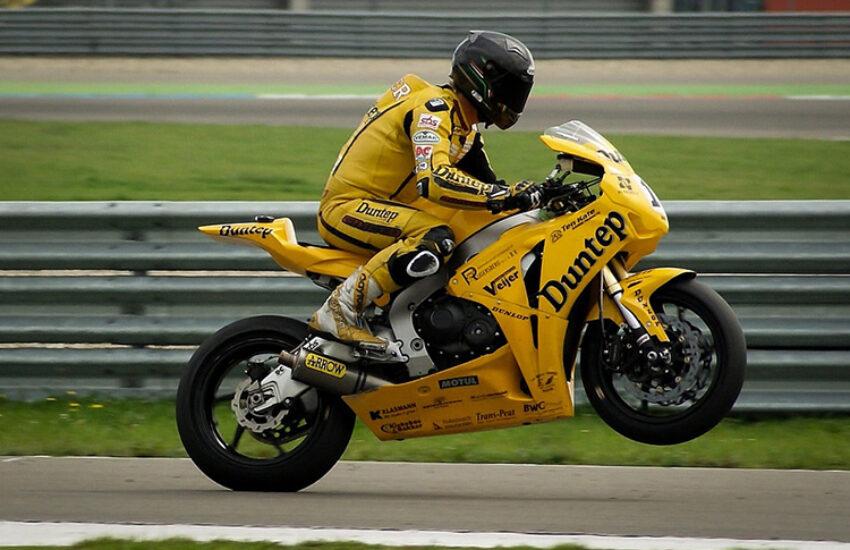 motorbike-384687_960_720
