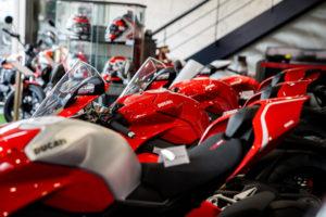 _37_Ducati_Kawasaki